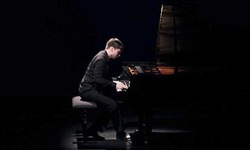 Galardonado pianista Aleksandr Kliuchko